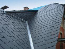 mit Schiefer gedecktes Dach und Gaube einer Villa in Hartenstein