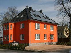 Solaranlage auf dem Dach mit Flachdachziegel Creaton Magnum