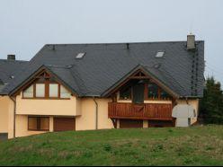 Wohn- und Geschäftshaus in Niederhohndorf (Zwickau) mit Schieferdach
